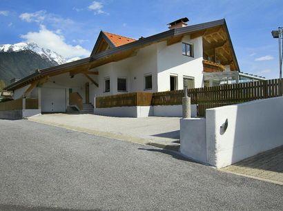 Haus-mit-Parkplaetzen-570-KB.jpg